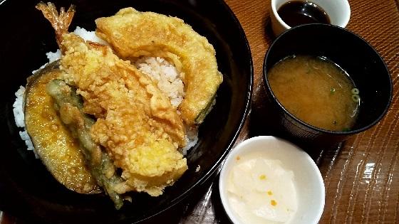 【優待ご飯】すかいらーくホールディングス (3197)の「ガスト」で「江戸前風海老天丼(味噌汁・漬物付き)」を食べてきました♪