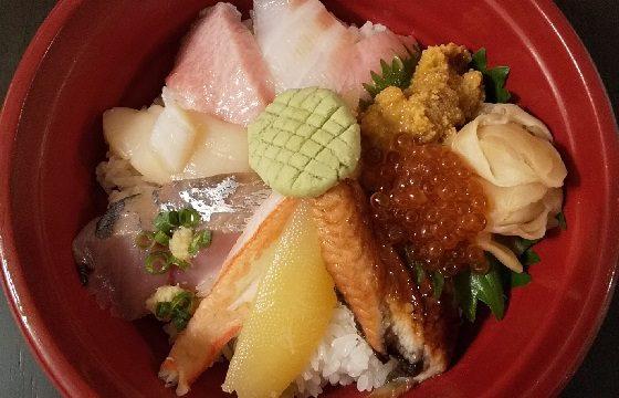【優待ご飯】ヨシックス (3221)の「や台ずし」で持ち帰り海鮮丼「上」をテイクアウトしました♪