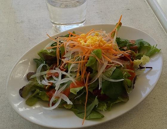 【優待ご飯】バルニバービ (3418)の「青いナポリ」で「スパイス香る豚バラ肉のトマト煮込みと揚げ茄子、トレビスのピッツァマイアーレ」を食べてきました♪