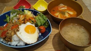 【優待ご飯】すかいらーくHD(3197)の「chawan」で「ホーリーバジル香るガパオライス」を食べてきました♪