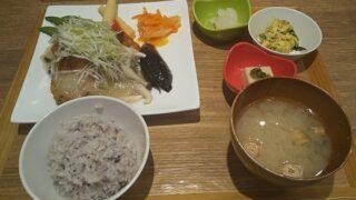 【優待ご飯】すかいらーくHD(3197)の「chawan」で「骨まで食べれる黄金カレイ 塩麹みぞれあん」を食べてきました♪