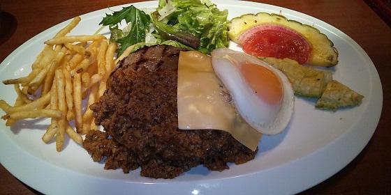 【優待ご飯】すかいらーくHD(3197)の「ラ・オハナ」で「ロコモコ、国産フレッシュいちごたっぷりのハワイアンパンケーキ」を食べてきました♪