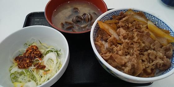 【優待ご飯】吉野家ホールディングス (9861)の「吉野家」で「ねぎラー油牛丼、しじみ汁」を食べてきました♪