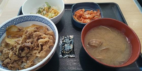 【優待ご飯】吉野家ホールディングス (9861)の「吉野家」で「ねぎ山椒牛丼、あさり汁、キムチ」を食べてきました♪