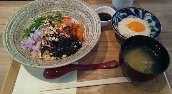 【優待ご飯】アークランドサービス(3085)の「東京とろろそば」で「キムチとろろ麦めし」を食べてきました♪