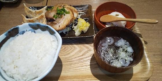 【優待ご飯】NATTY SWANKY(7674)の「肉汁餃子のダンダダン酒場」で「焼餃子・チャーシュー定食、餃子アイス」を食べてきました♪