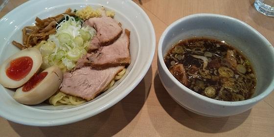 ギフト (9279)の「長岡食堂」で「期間限定 生姜つけ麺+味玉」を食べてきました♪