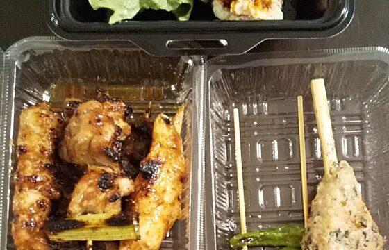 【優待ご飯】ユナイテッド&コレクティブ (3557)の「てけてけ」で「名物!塩つくね串、しし唐串、ど根性串、ぼんじり串、食べるラー油掛けポテトサラダ」をテイクアウトしました♪