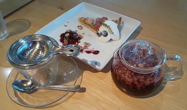 【優待利用】クリエイト・レストランツ・ホールディングス[クリレス] (3387)の「上野の森PARK SIDE CAFE」で「りんごのタルト、ハーブティー華」を注文しました♪