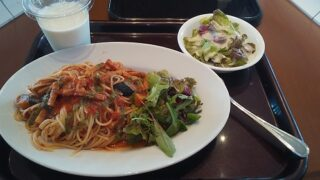 【優待ご飯】松屋フーズホールディングス (9887)の「cafe terrasse verte (カフェ・テラス・ヴェルト)」で「ベーコンとナスのトマトソース パスタセット」を食べてきました♪