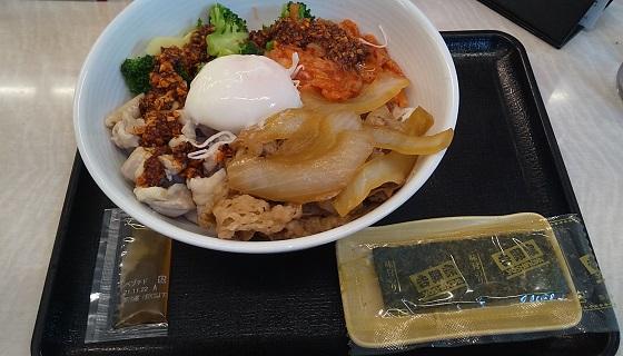 【優待ご飯】吉野家ホールディングス (9861)の「吉野家」で「ライザップ辛牛サラダ」を食べてきました♪