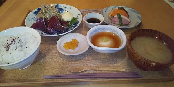 【優待ご飯】DDホールディングス (3073)の「京都石塀小路豆ちゃ」で「週替わり御膳(カツオのたたき)」を食べてきました♪