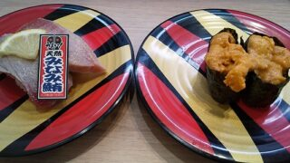 【優待ご飯】カッパ・クリエイト (7421)の「かっぱ寿司」で「天然みなみ鮪 塩炙り合盛り とろ・上赤身、新物 待望のうに、吉祥寺武蔵家監修 自分でまぜる家系油そば」を食べてきました♪