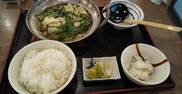 【優待ご飯】SFPホールディングス (3198)の「磯丸水産」で「黒毛和牛 もつ鍋定食」を食べてきました♪